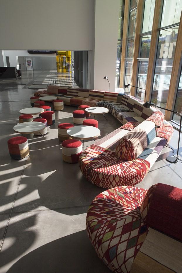cafetería dhub muebles tapizados nanimarquina