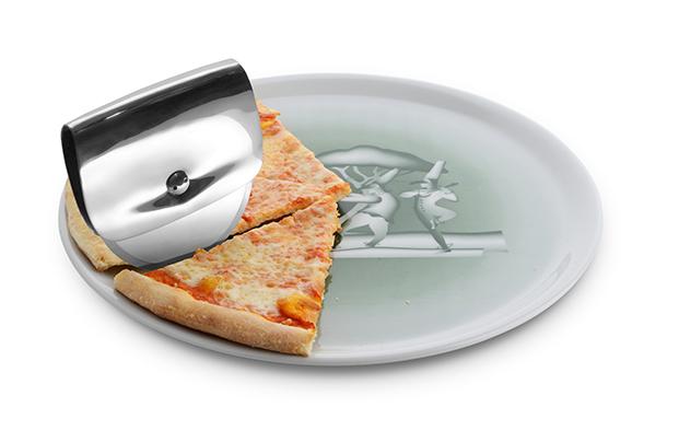 corta pizza diseno de la coleccion de alessi accesorios de cocina diariodesign