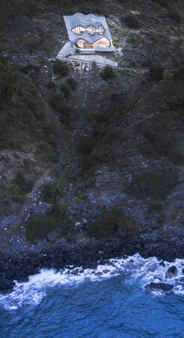 GilBartolome-casa-en-el-acantilado-jesus-granada (2)