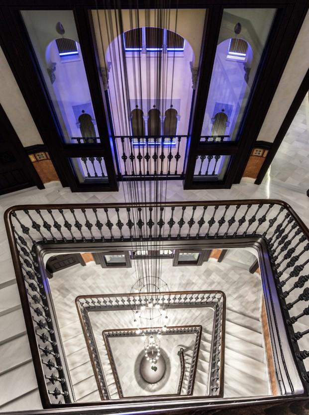 Monument hotel en barcelona escalera y patio
