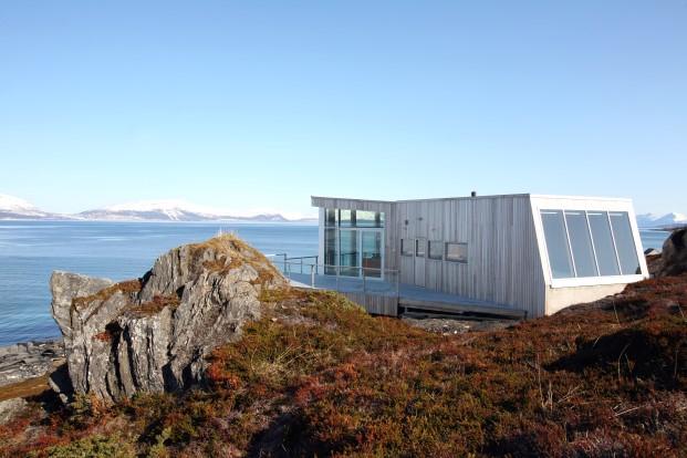 casa de madera refugio fiordo noruego diariodesign