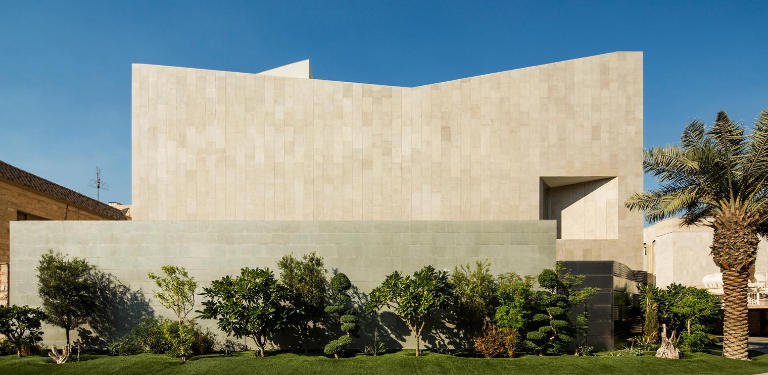 Wall House Una Casa De Agi Architects