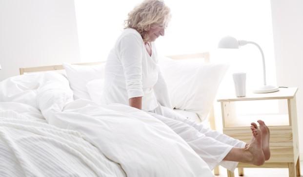 imagen senora en cama de Ikea