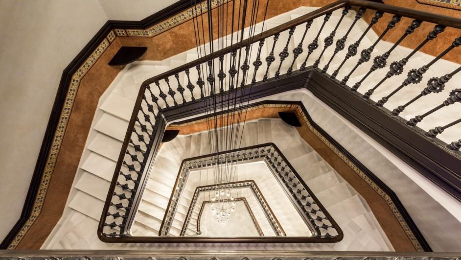 monument hotel escalera ecu khama diariodesign