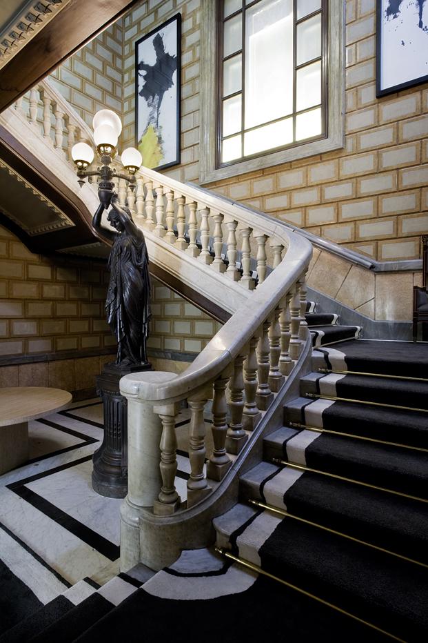 escalera en espiral del Cotton hotel house diariodesign