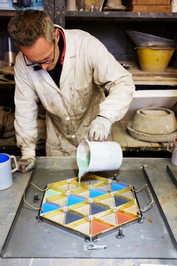 fabricación artesanal mesa cemento Álvaro Catalán de Ocón