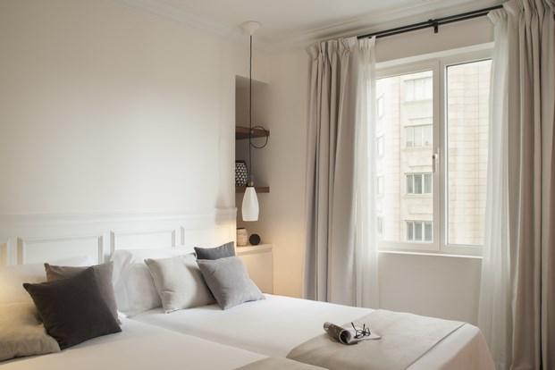 mobiliario diseno en habitacion dear hotel en madrid