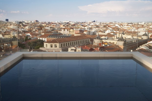 piscina en terraza dear hotel en madrid