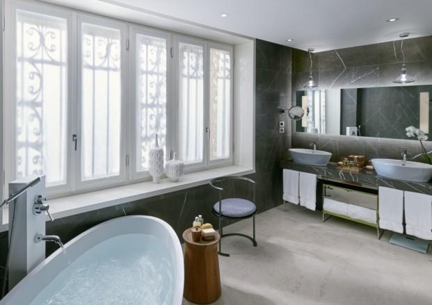 MOMLN Premier Suite Bathroom 1