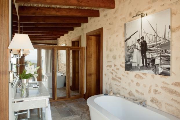 bano habitacion del hotel cap rocat en mallorca diariodesign