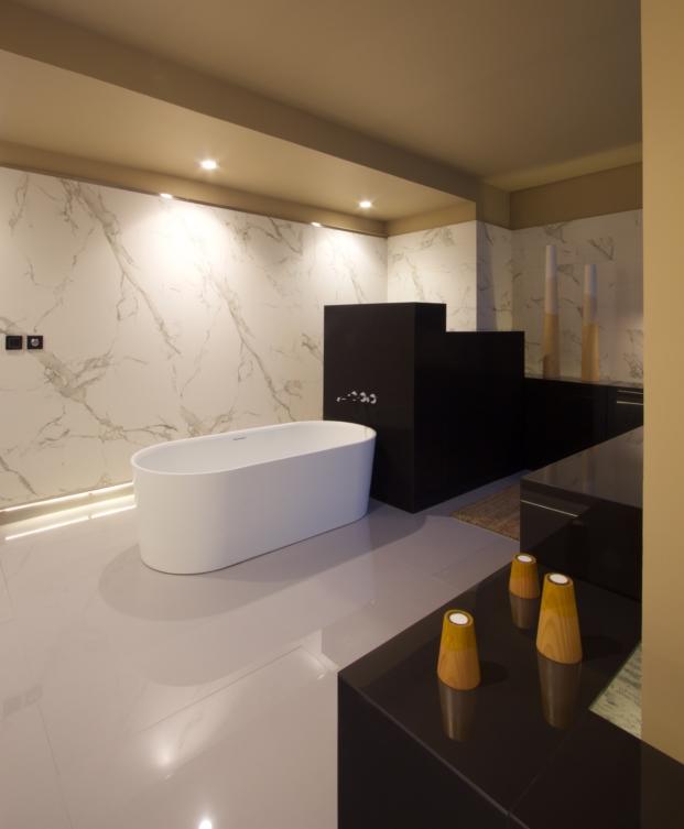 opta-arquitectos-casa-decor-16-pared-dekton-aura-soleriadekton-splendor-mueble-central-dekton-spectra (4)