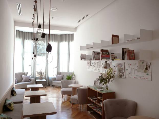 comedor hotel casa mathilda de espacio en blanco en diariodesign