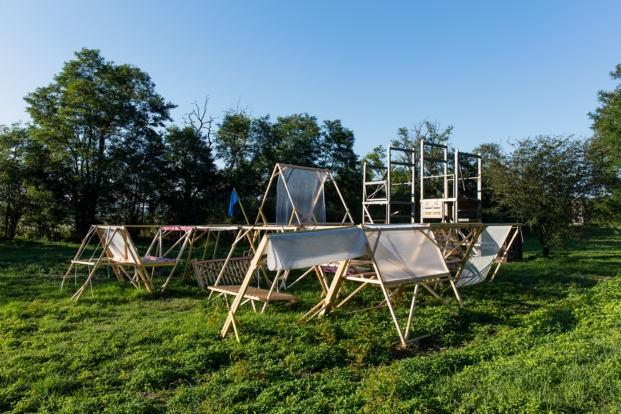 hello-wood-migrant-housing-tamas-bujnovszky (1)