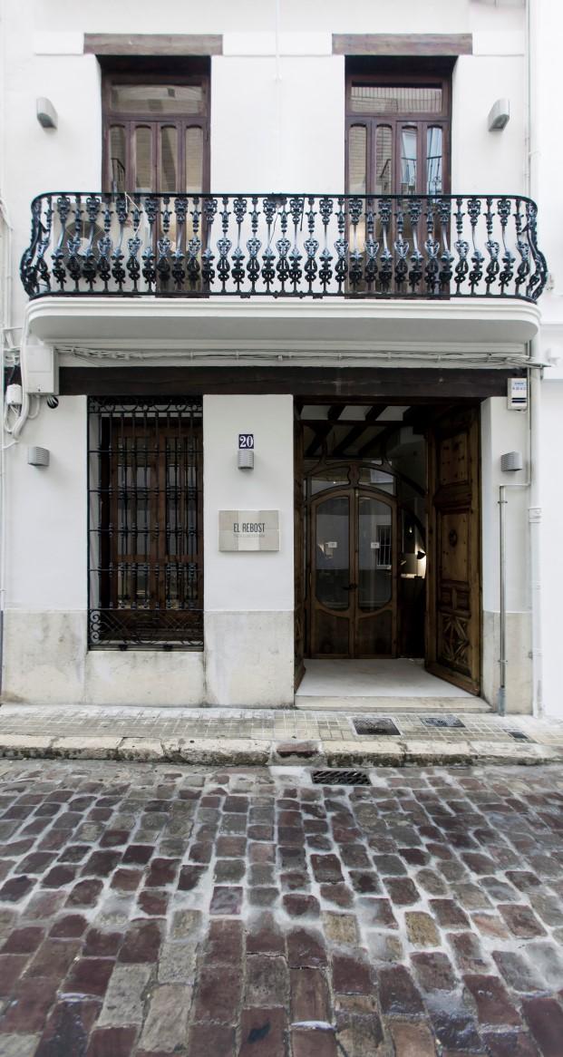 entrada del restaurante el rebost en valencia de borja garcia