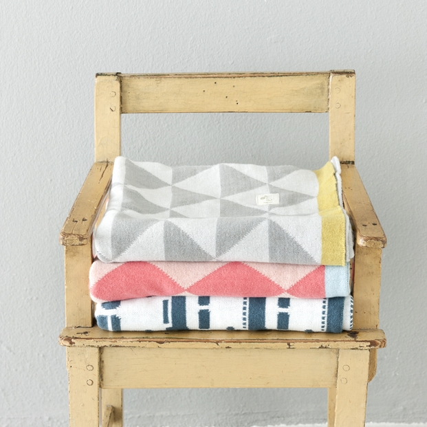 little-remix-blanket-chair