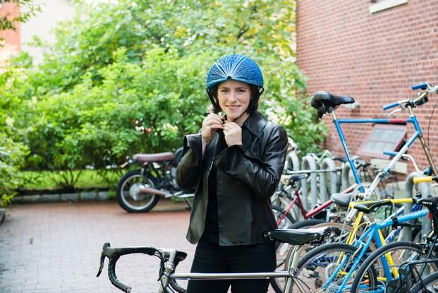 Isis Shiffer disenadores espanoles jovenes talentos casco de bici ecohelmet ganador dyson award 2016