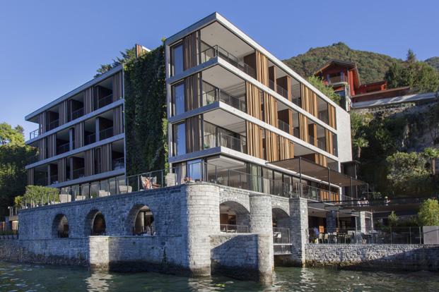 hotel en el lago como