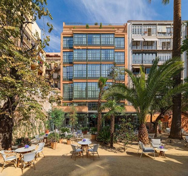 Casa Mimosa H10 en barcelona patio diariodesign
