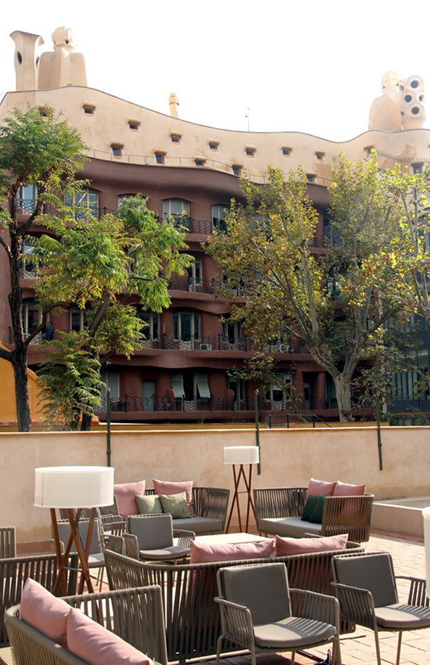 Casa Mimosa H10 en barcelona vistas a la pedrera diariodesign