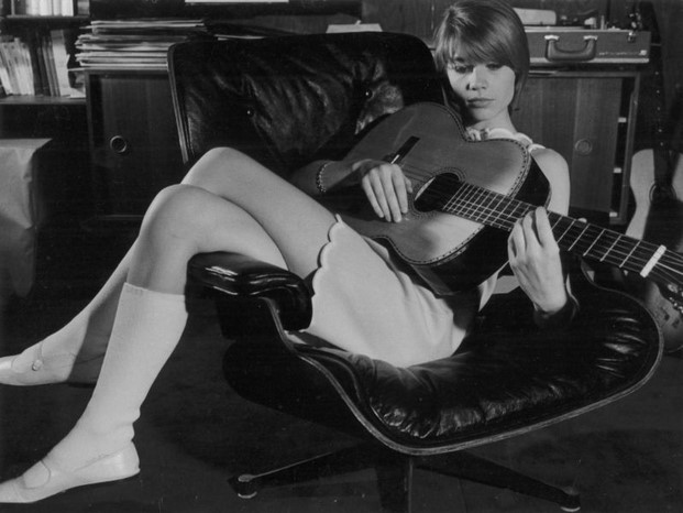 francoise-hardy-eames-lounge-chair