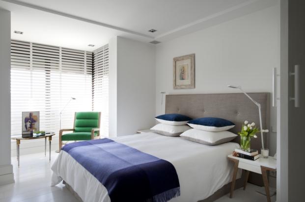 dormitorio de una casa en madrid con interiorismo de pablo paniagua