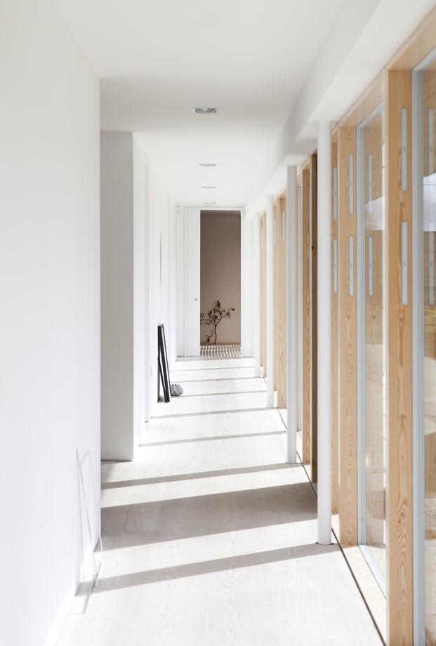 interior Reydon Grove Farm de norm architects casa granja en diariodesign