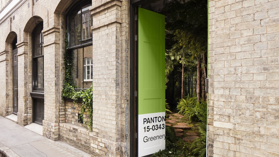 greenery en una casa en londres airbnb y pantone en londres outside in diariodesign