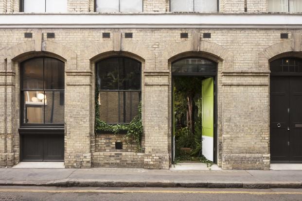 greenery AirBnB y verde pantone casa en londres diariodesign
