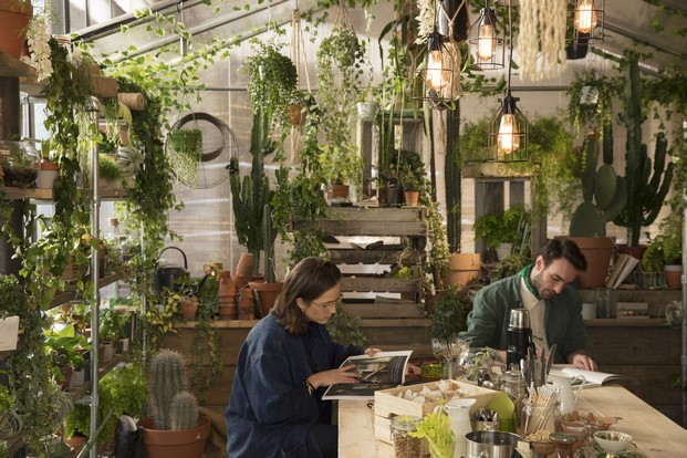 pantone y airbnb Greenery outside in en londres diariodesign