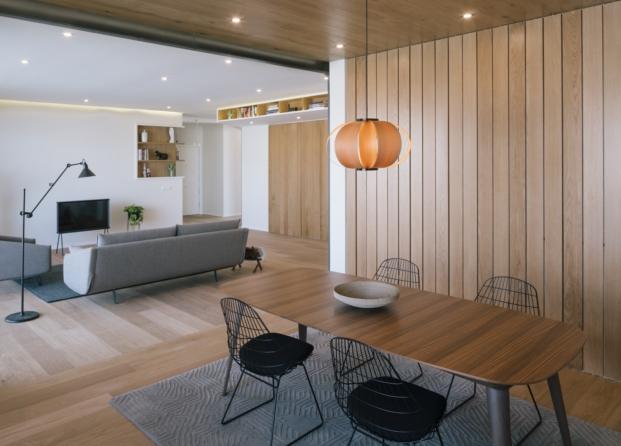 reforma piso madrileno vista del salon lamas verticales cerradas