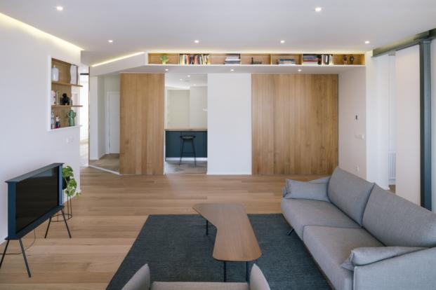reforma de piso en madrid puerta cocina abierta por zooco estudio