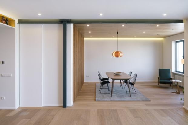 apartamento en madrid imagen salon con lampara coderch