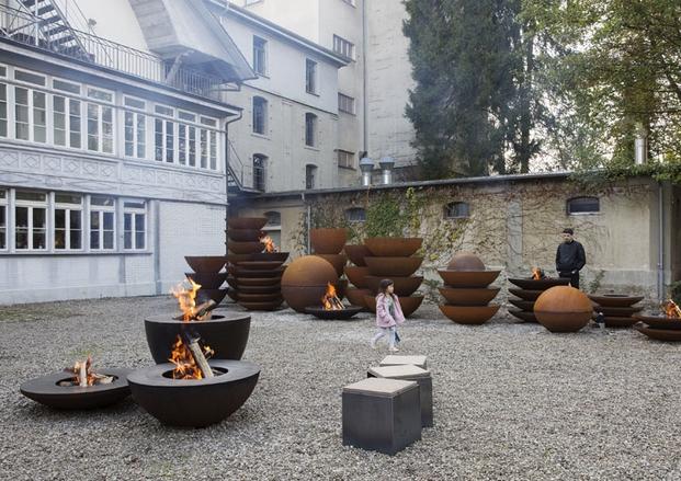 muebles de oficina Instalacion de Andreas Reichlin para Feuerring en Designers Saturday