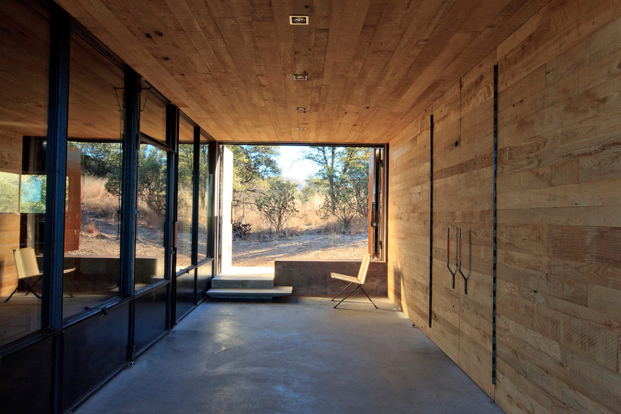 interior Casa Caldera dust refugio en Mexico diariodesign