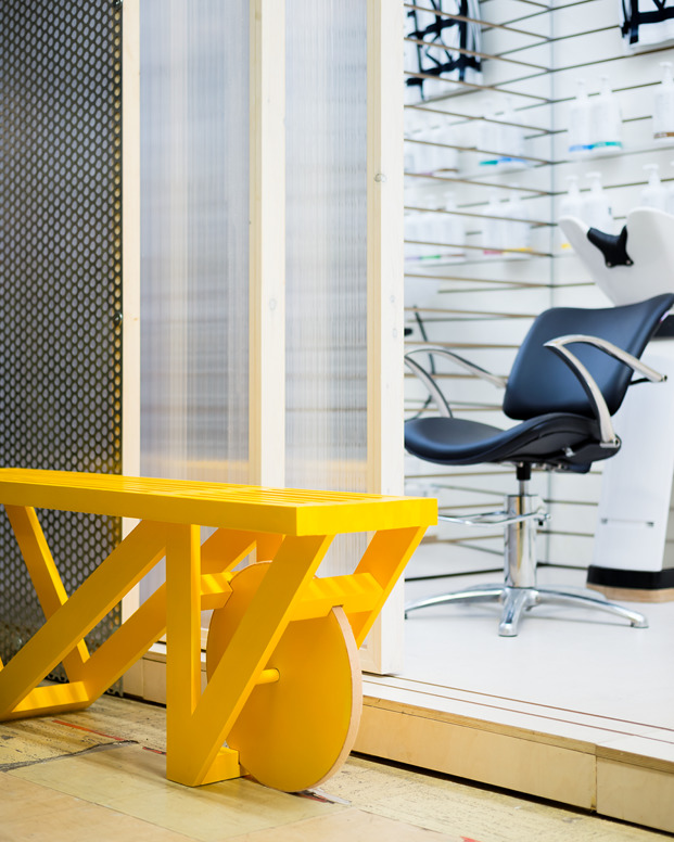 lavacabezas de peluquería y galería de arte en Londre DKUK