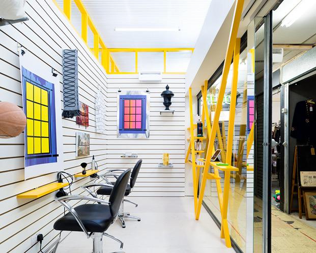 DKUK interior de la galería de arte y peluquería