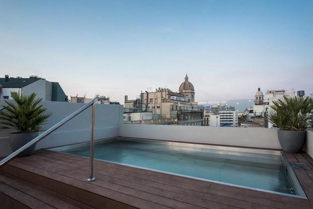 Hotel MIDmost Luzio terraza piscina