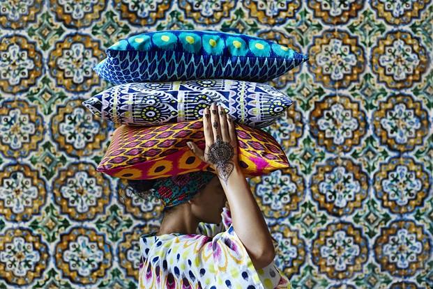 ikea-coleccion-jassa-2017-ph140254-mujer-fundas-cojin-colores-variados-50x50cm