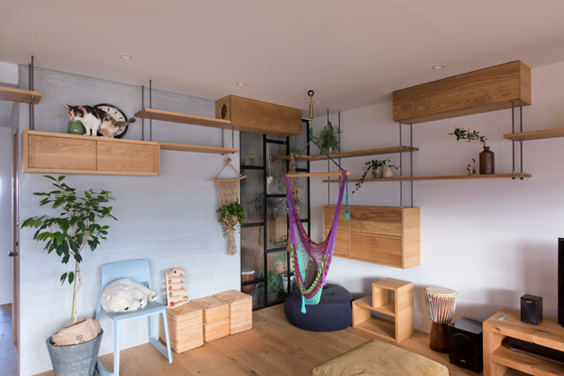 foto con gatos de apartamento en japon de alts design