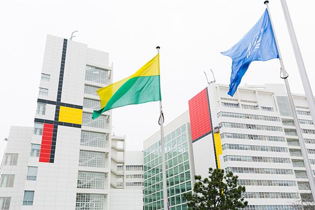 City Hall en la Haya intervencion de richardmeier y mondrian