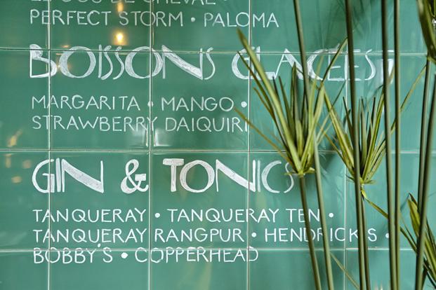 detalle menu en azulejos Bar botanique un vergel en amsterdam diariodesign