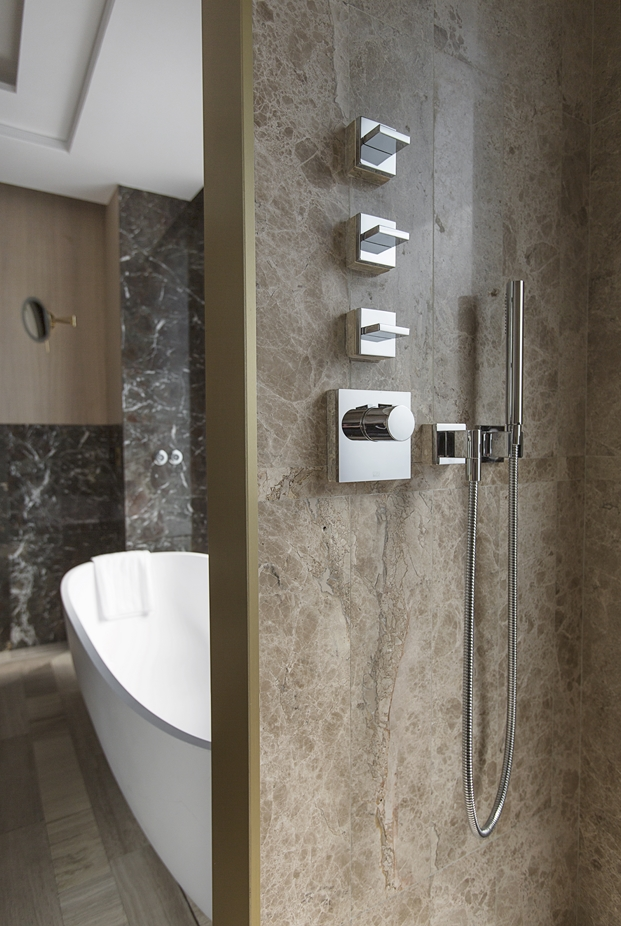 Dornbracht en banos hotel The One Barcelona diariodesign