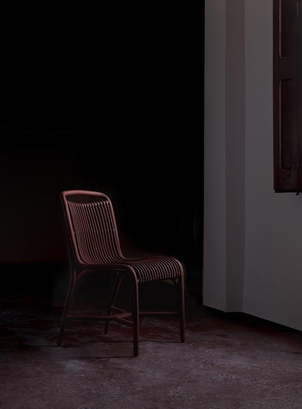silla Gata en granate por Miguel y Gonzalo Milá