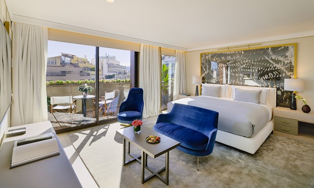 suite The one hotel en barcelona mobiliario de Jaime Beriestain