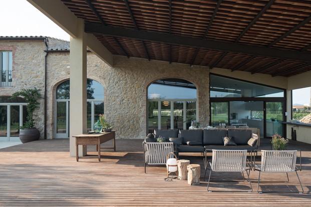 exterior Mas Moscat con muebles de expormim Gloria en diariodesign