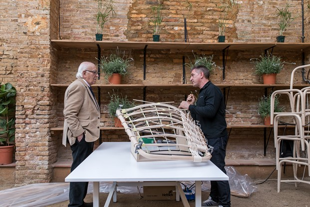 Expomim silla Gata y taburete Gres de cana en diariodesign