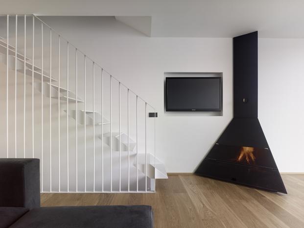 escalera Diaz y Diaz Arquitectos casa en A Coruna diariodesign