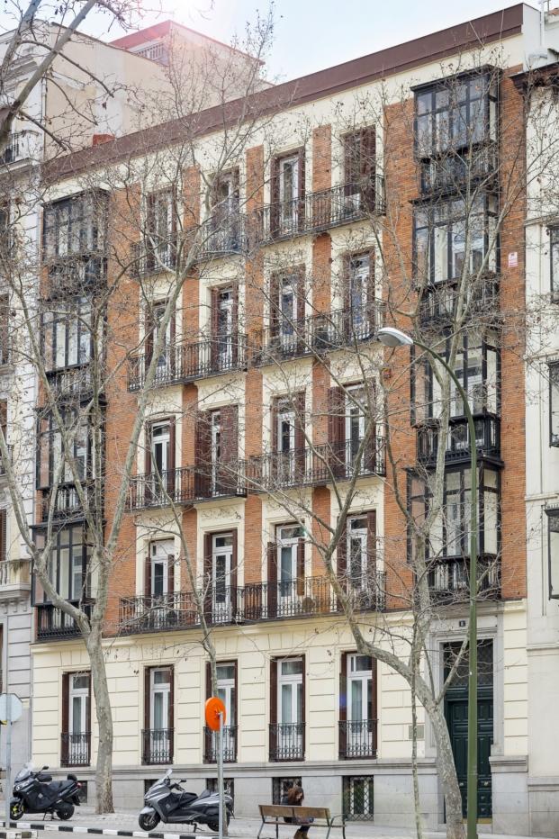 fachada edificio del barrio de los jeronimos en madrid para casa decor 2017