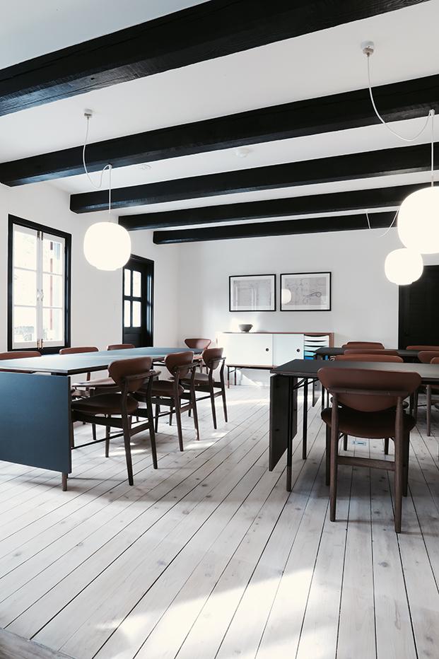 finnjuhl-108 chair hotel Hakuba Japan leather brown diningroom