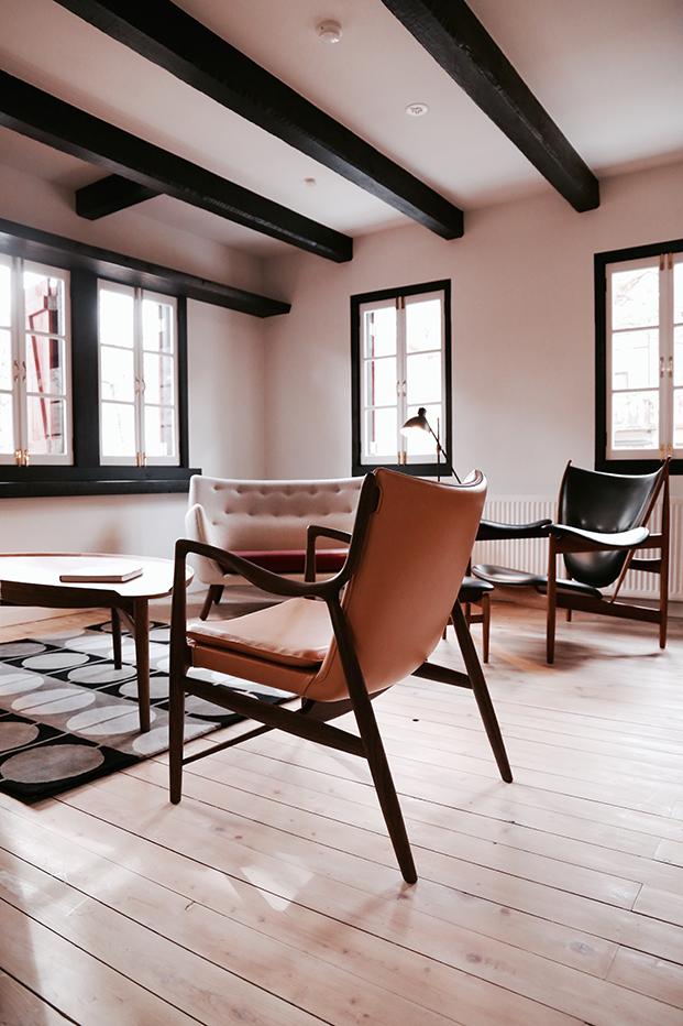 finnjuhl-45 chair hotel Hakuba Japan leather light brown